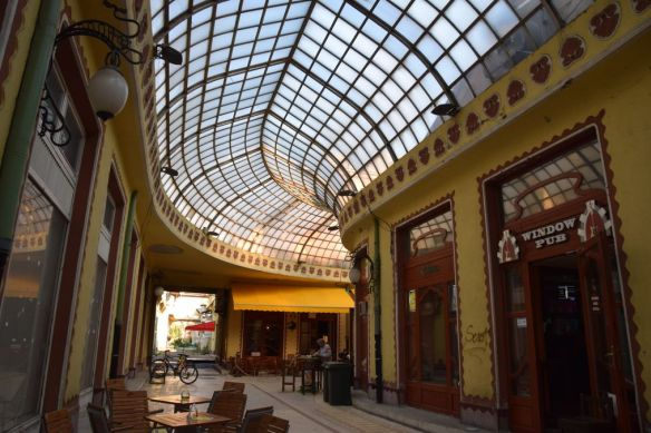 courbe galerie Aigle noir Oradea Roumanie