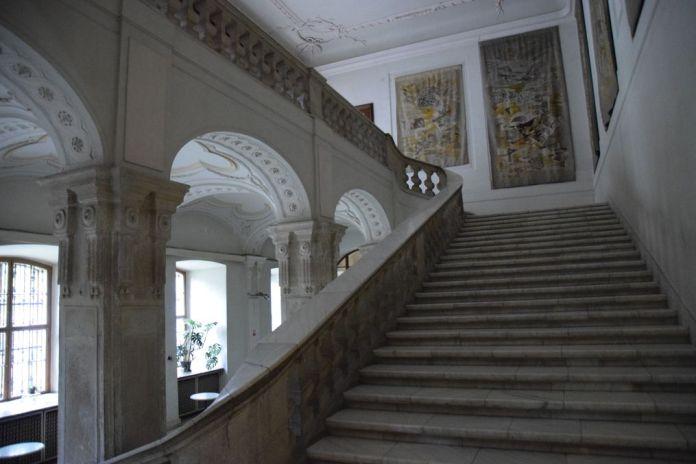 escalier d'honneur palais épiscopal Oradea Roumanie