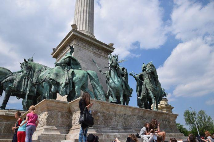 chefs place des héros Budapest Hongrie Hungary