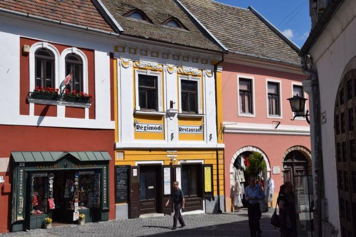 couleurs chaudes commerces Szentendre