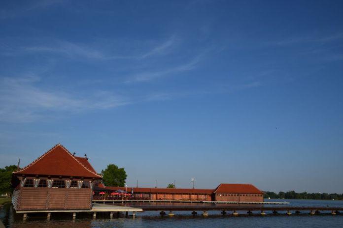 bâtiment du Lido des femmes sur le lac Palic Serbie