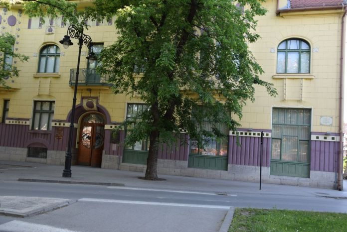 bâtiment couleurs tranchées Subotica Serbie
