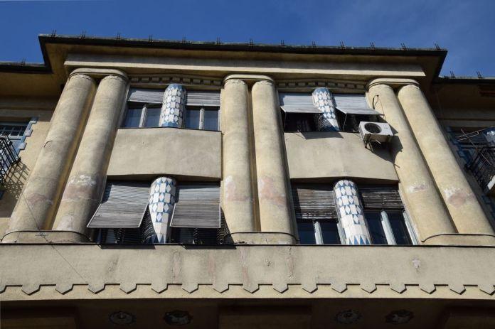 colonnes en béton et en céramique Subotica Serbie