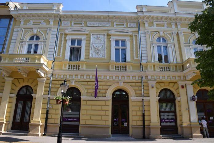 classique rue piétonne Subotica Serbie
