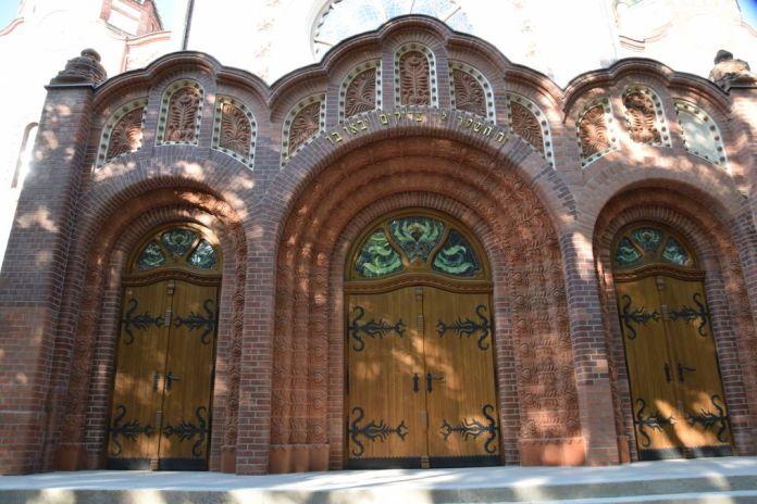 entrée synagogue Subotica Serbie