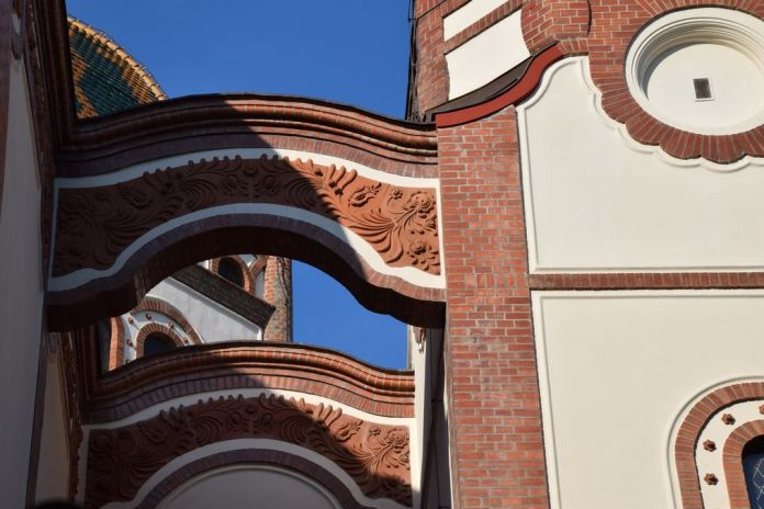 décors terre cuite synagogue Subotica Serbie
