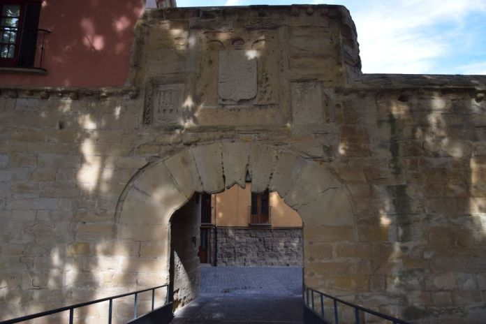 porte du Revellin Logrono Rioja