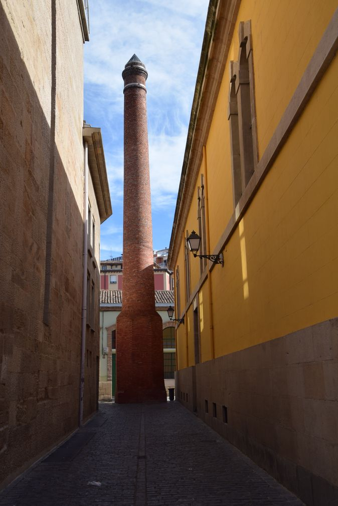 ancienne cheminée usine à tabac Logrono Rioja