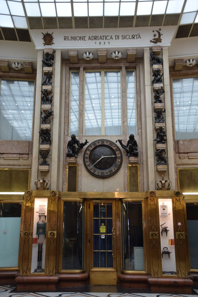 horloge palais Adria Prague