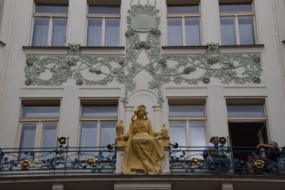 femme Art nouveau Prague