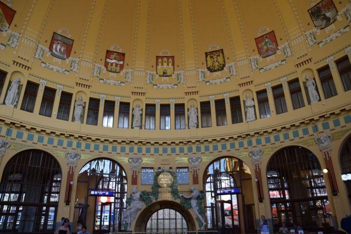 coupole gare de Prague Art nouveau