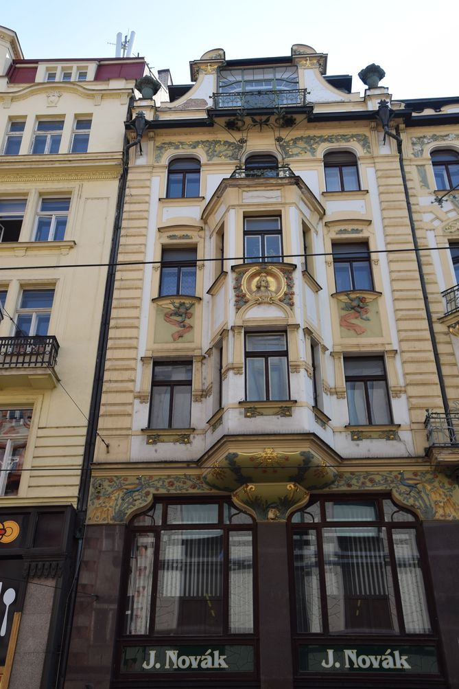 grenouille novak Prague