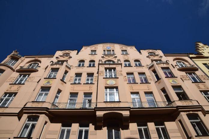 rue adjancentes Parizska Art nouveau Prague