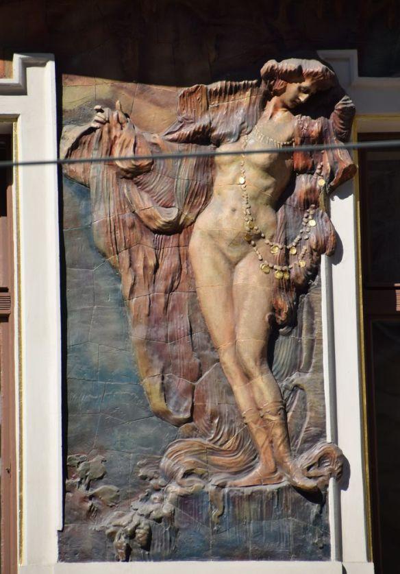 drapé bas relief assurances praha Prague Art nouveau