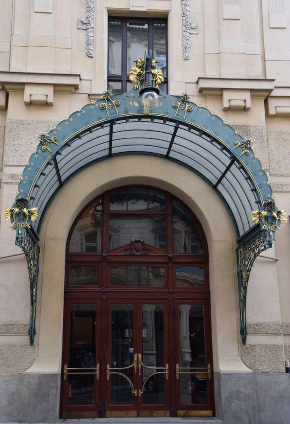 entrée latérale maison municipale Prague