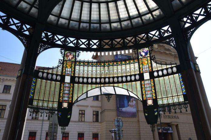 proche vitraux Maison Municipale Prague