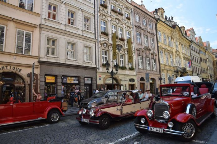 voitures Mala Strana Prague