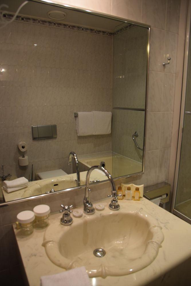 Lavabo en plastic Hôtel Pariz Prague