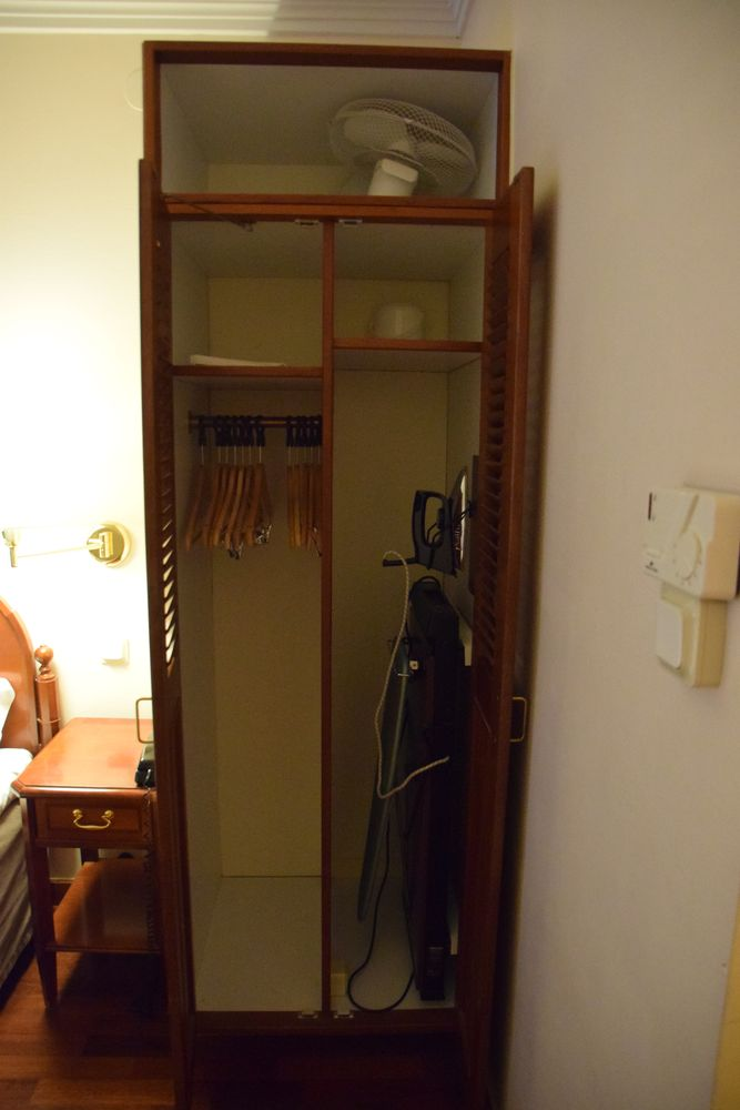 penderie chambre First Hotel Reisen Stockholm suède Sweden