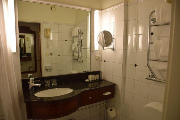 salle de bains first hotel reisen stockholm suède sweden
