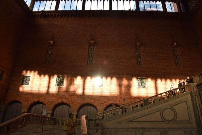 jeux de lumière escalier hôtel de ville stockholm suède sweden
