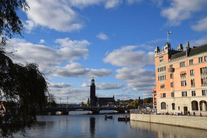 pont silhouette hôtel de ville stockholm suède sweden