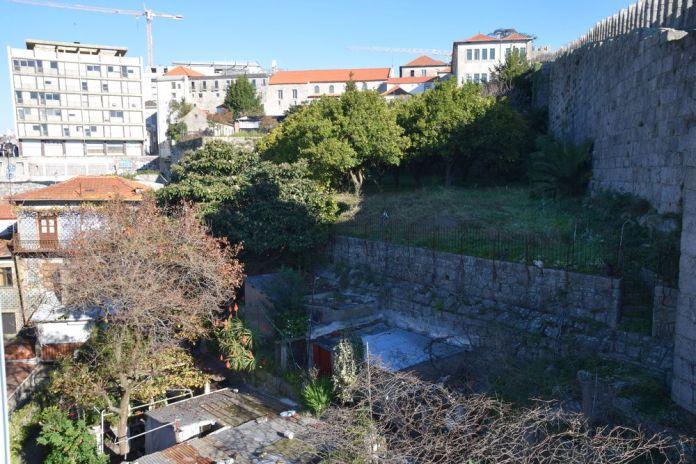 contre-bas des murailles de Porto portugal