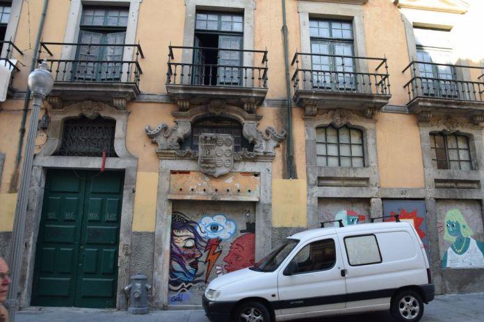 belle demeure abandonnée rua das flores à porto portugal