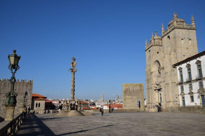 esplanade cathédrale Sé porto portugal