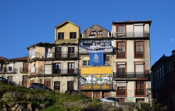 sur le chemin entre la gare sao bento et la cathédrale sé de porto Portugal