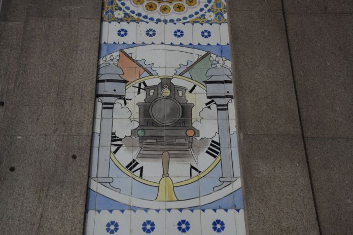 locomotive gare sao bento porto portugal