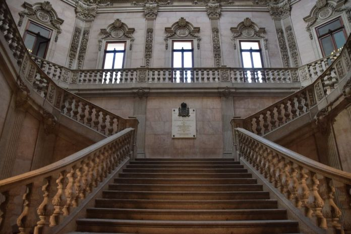 grand escalier palacio da bolsa porto portugal