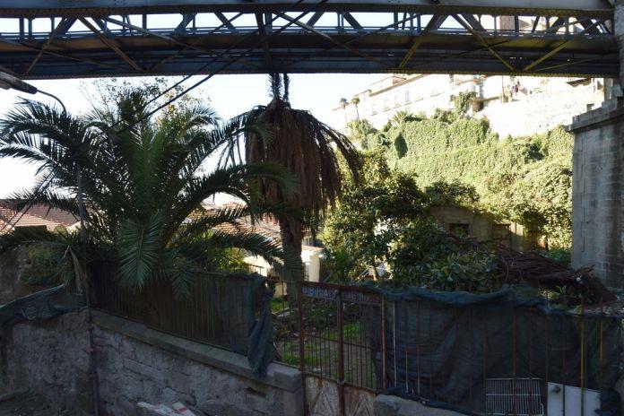 ruelle sous le pont Luis I à porto portugal vue 4
