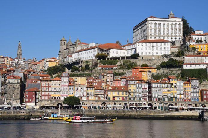quais Ribeira Porto Portugal