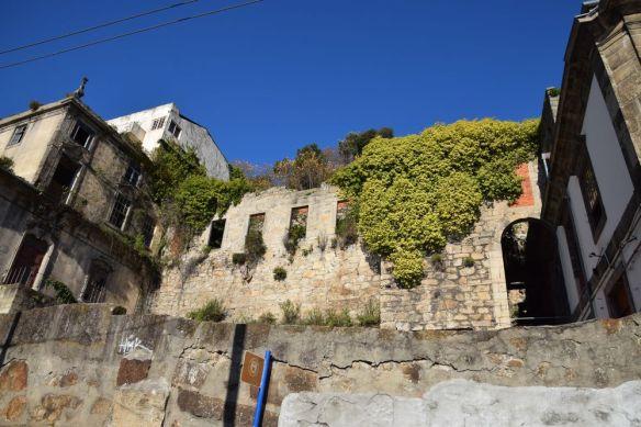 et la destruction par le temps est presque achevée porto portugal