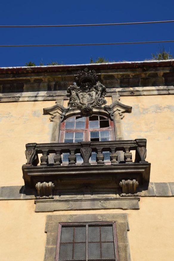 c'était une belle maison sur les quais de porto portugal