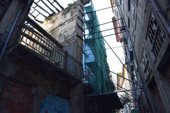 petite rue derrière la Ribeira porto portugal recto