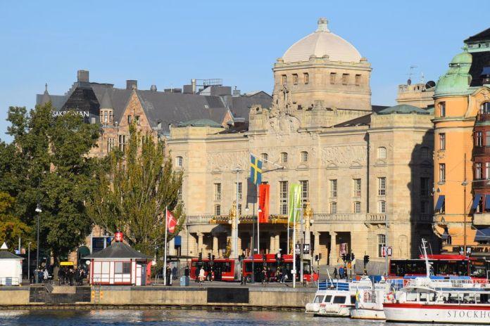 silhouette du théâtre royal dramatique stockholm suède