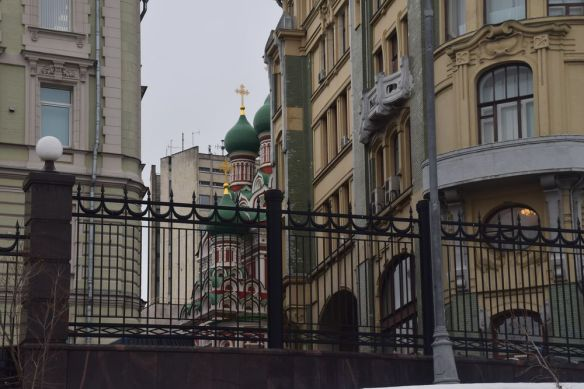 église englobée dans construction moscou moscow russie russia