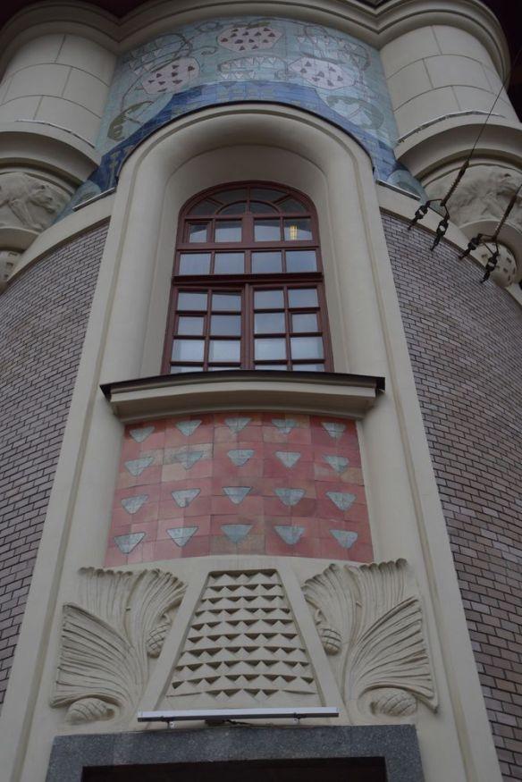 gare yaroslavl tour rebondie motif pommes de pin céramique moscou moscow russie russia
