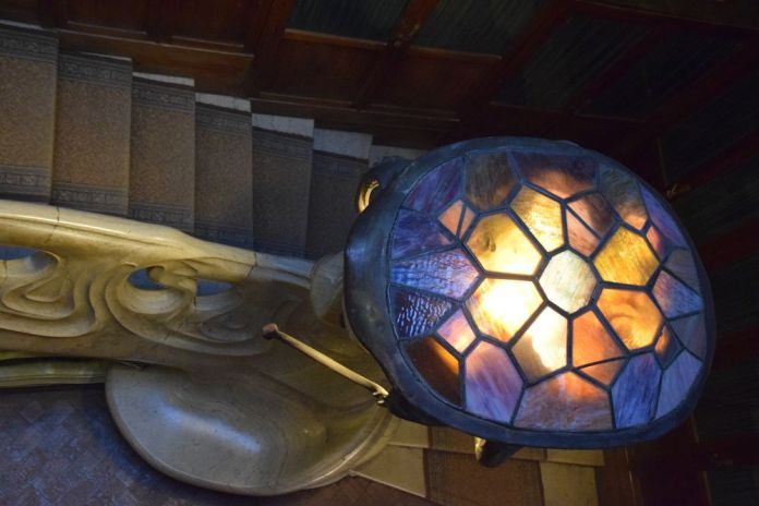 chapeau en vitraux lampe rampe d'escalier maison musée gorki moscou moscow russie russia