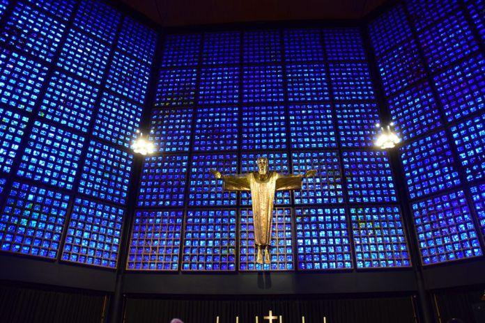 bleu intense église Berlin