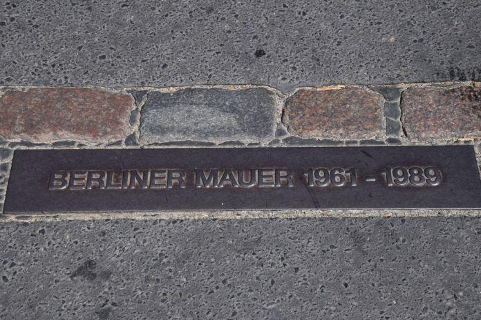 plaque du mur de Berlin