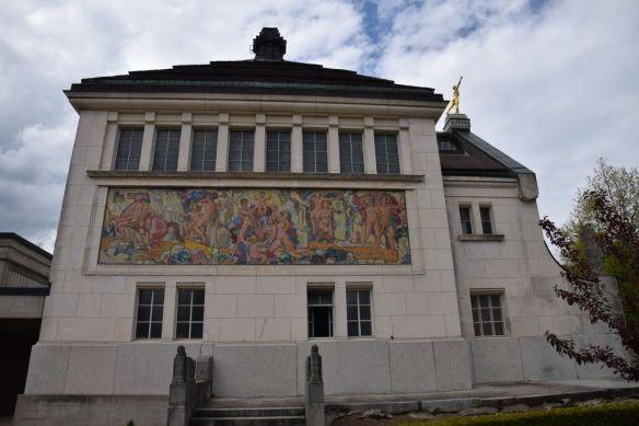 mur crématoire sortie la chaux de fonds suisse switzerland