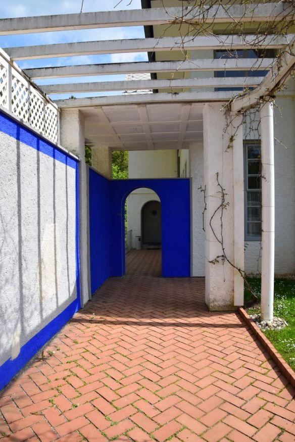 maison blanche le corbusier la chaux de fonds bleu vif suisse switzerland