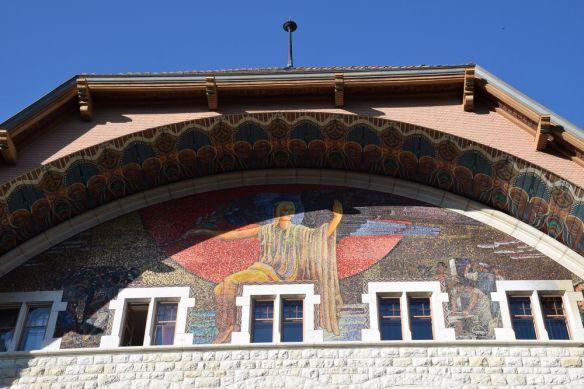 fronton arrière de la mairie du Locle suisse switzerland