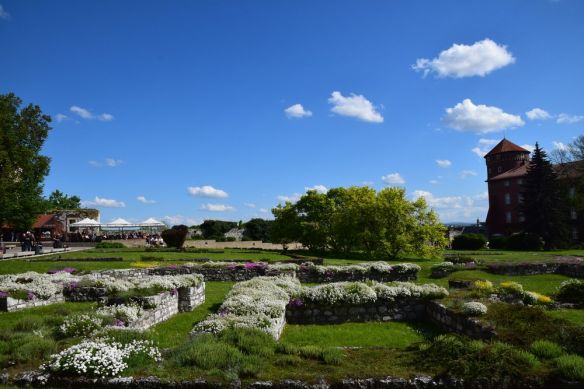 esplanade du château de Wawel fleurs et terrasses