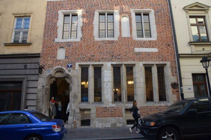 antiques maisons transformées en boutiques