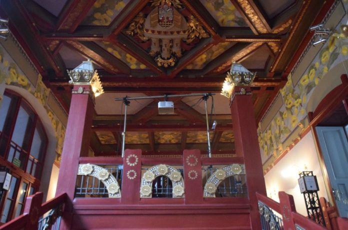 cage d'escalier éblouissante vieux théâtre cracovie