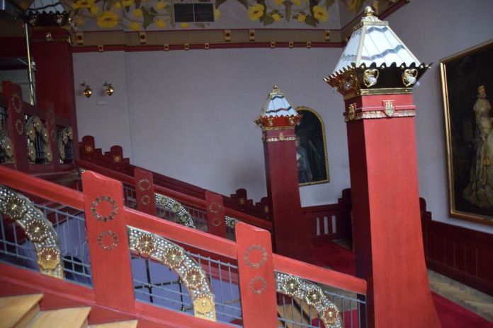 travail bois et métal escalier vieux théâtre cracovie